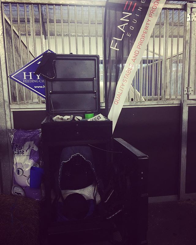 Best of luck to Flaneur Equine ambassador Melanie Campbell this week at the Brisbane CDI. Melanie uses the Plastic Competition Tack Trunk to store all her competition gear and keep it close to the stable and safely stored during the show. Visit www.flaneurequine.com.au for more storage solutions. #flaneurequine #sponsoredrider #qualitystableproducts #availableinaustralia #germanmade