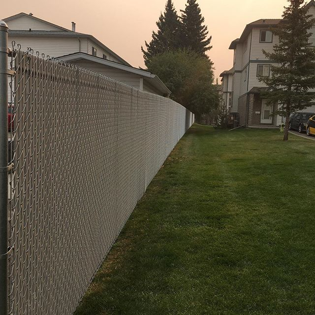 And the fence is complete!Finished it off with grey privacy slats.