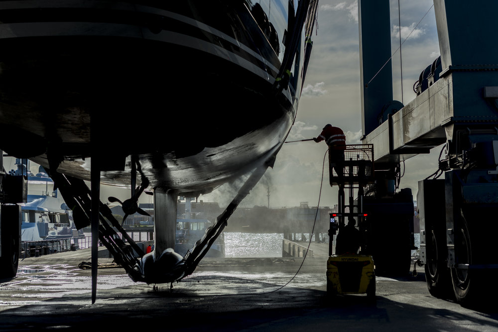Professional and effective wash-downs of vessels