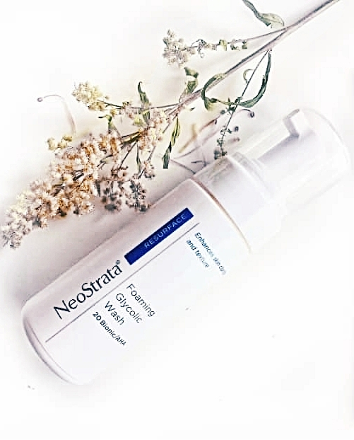 NeoStrata's Foaming Glycolic Wash penetrates from within to unclog pores and clean the face.