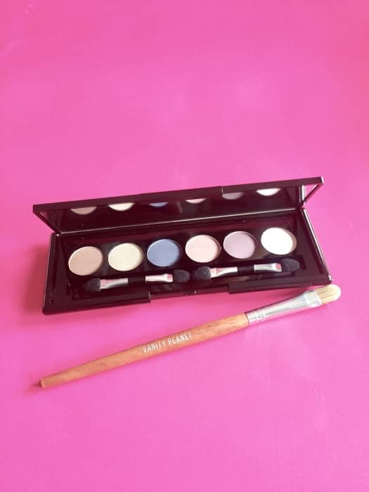 Vanity Planet's eyeshadow brush and Silky Smooth eyeshadow Kit: a match made in beauty heaven.