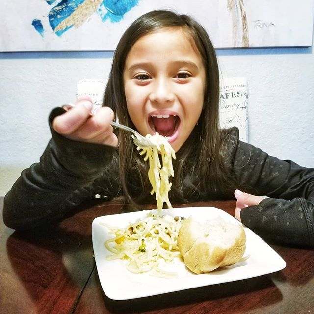 Pasta in @Prego Parmesan Lemon Sauce? Yum! 😋 When you have only 20 minutes to get dinner on time, heading to @Publix to get @Prego's new sauce is the  perfect dinner fix! This one is kid-approved! 😄 Be sure to check it out @Publix and stock up on your favorite sauce! . . . . . #lovethesplatter #pregocookingsauces #gotitfree #dinner #pasta #homecooking #homechef #instacooking #instafood #foodlover #foodporn #tampablogger #momblog #momblogger #familynight