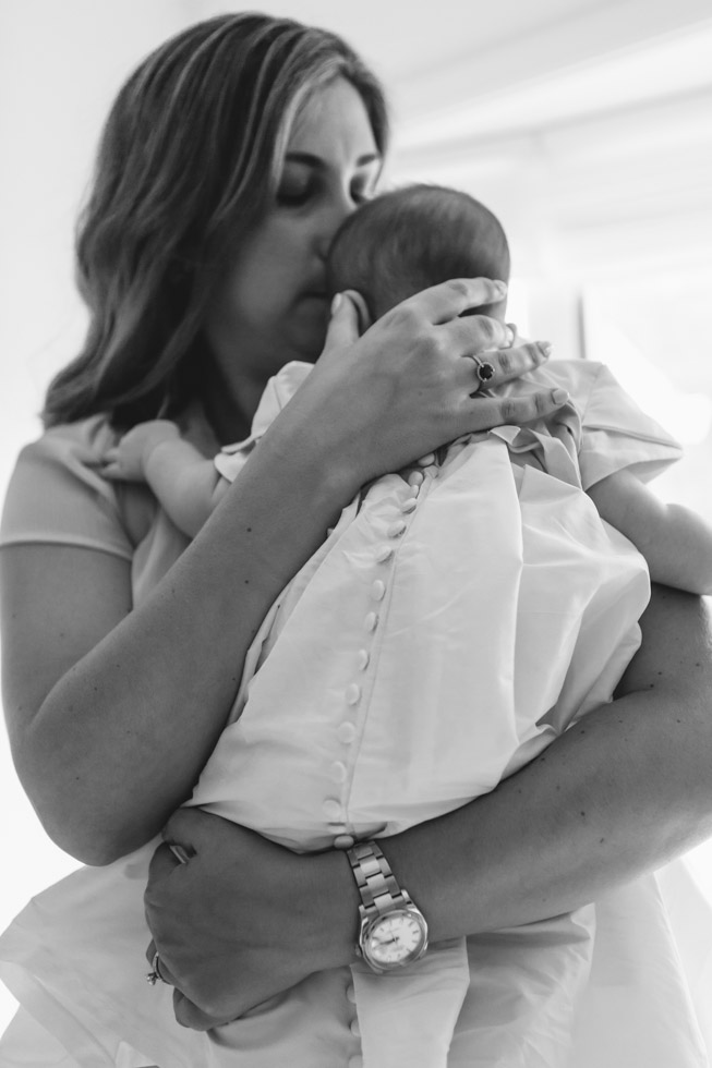 in moms arms - laura barr photography