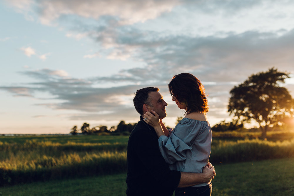 couples photography at sunset in connecticut by laura barr photography
