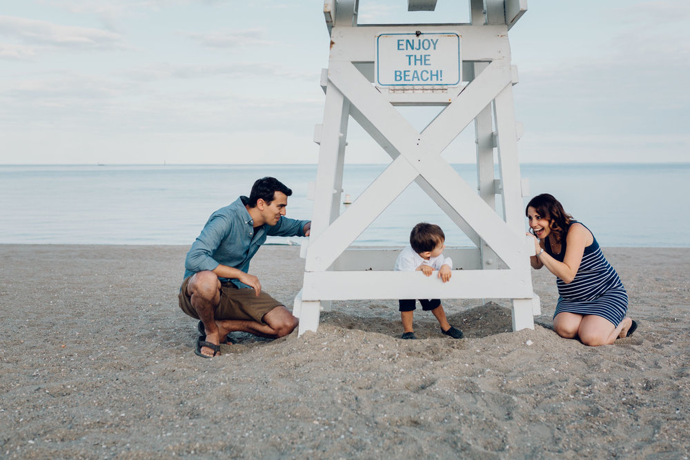 beach family photos in fairfield connecticut by laura barr photography