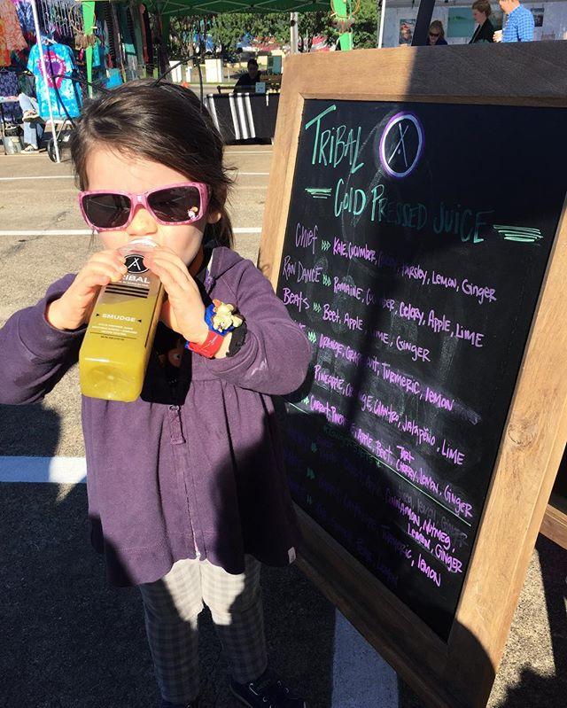Saturdays @goodlocalmarkets 😎🍍🍁 . . . . #goodlocal #farmersmarket #smudge #sippin #sunnies #coldpressedjuice #healthy #veggies #healthy #wholesome #transparentingredients #fruitsandveggies #locallove #inspire  #community #hike #outdoors #cleaningredients #drinkyourveggies #coldpressed #dallas #Dfw #handcrafted #goodingoodout #replenish #magic #vibrant #flavor #organic