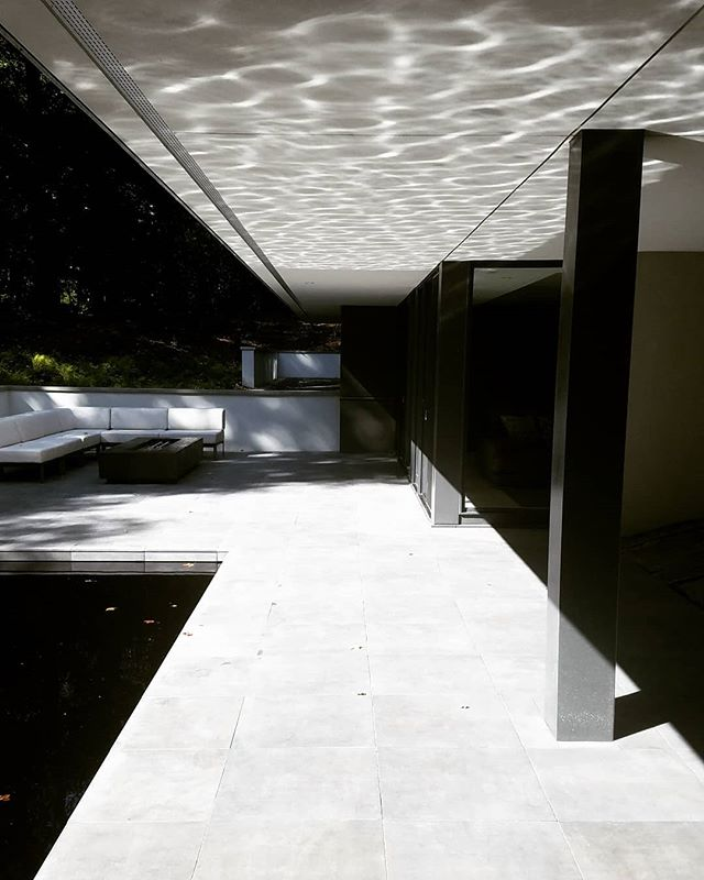 Reflections. . . . #homesbyarchitectstour #homesbyarchitects #landscapearchitecture #reflectionpool #landarch #moderndesign #hardscape #light #reflection #architecture  @modernoasisad @charlesrstinson @stinsonbuildersinc @nelcolandscaping