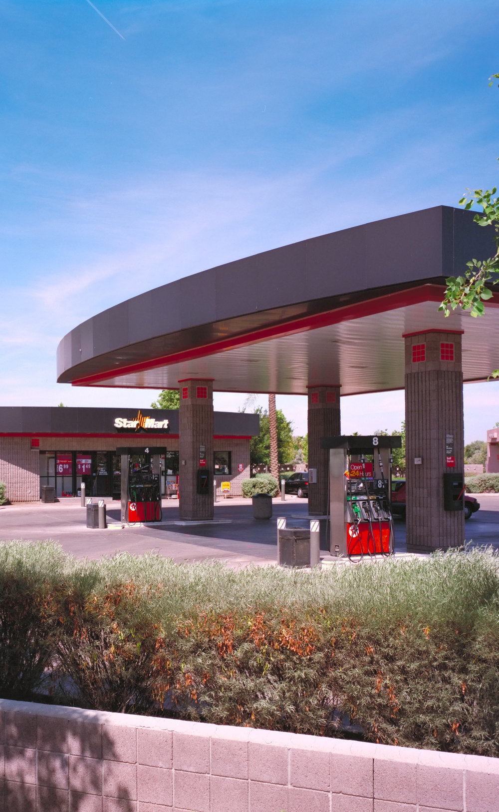1990 |  First Design Award Architekton wins the Tempe Beautification Award for Star Mart at Baseline and Price.
