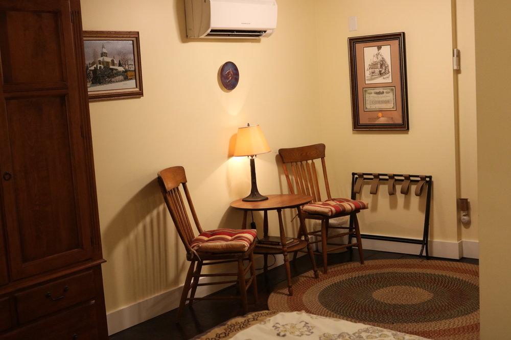 Lower Berth Room Sitting Area