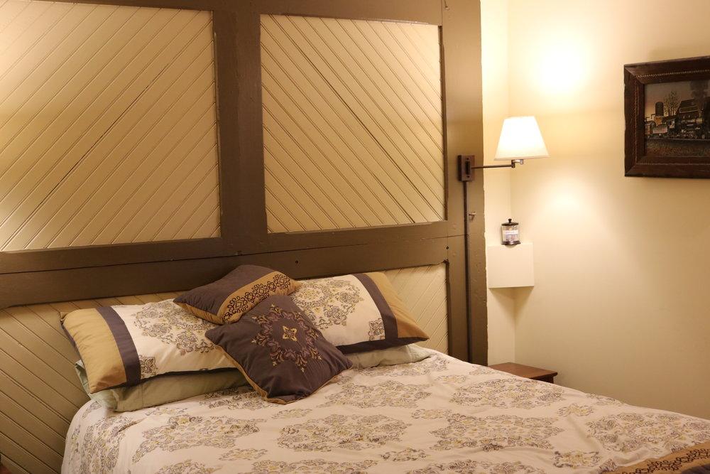 Lower Berth Room