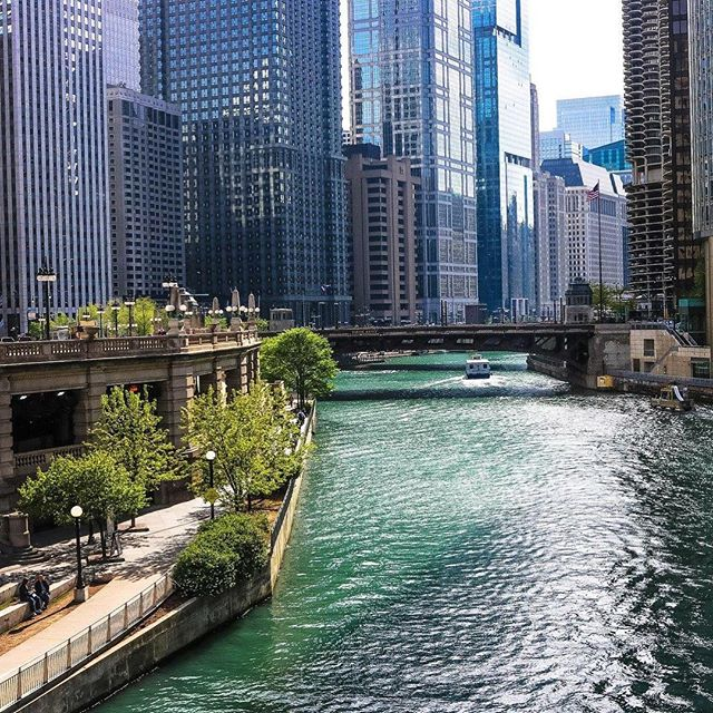 Looking for something to do this weekend? The City of Chicago will be hosting its Summer Kickoff Celebration from today through Sunday along the river walk.  The 3 day celebration will offer music, art, architecture, fireworks, and more!  Great fun for everyone, hopefully the weather will behave! . . . . . #summerfun2018 #summertimechi #choosechicago #mychicagopix #mychicago #chicagoriver #chicagoriverwalk #chicagotravel #midwestmoment #midwestlife #chicagogrammers #summers #summerfestival #rivernorth #summeractivities #familyfunday #weekendfuntime #friyayvibes #chigram #chicagodaytrip #outdoorfun #downtownchicago #freeevent #freeevents #chicagodeals #frugalfun #freechicagoevents #cityfun