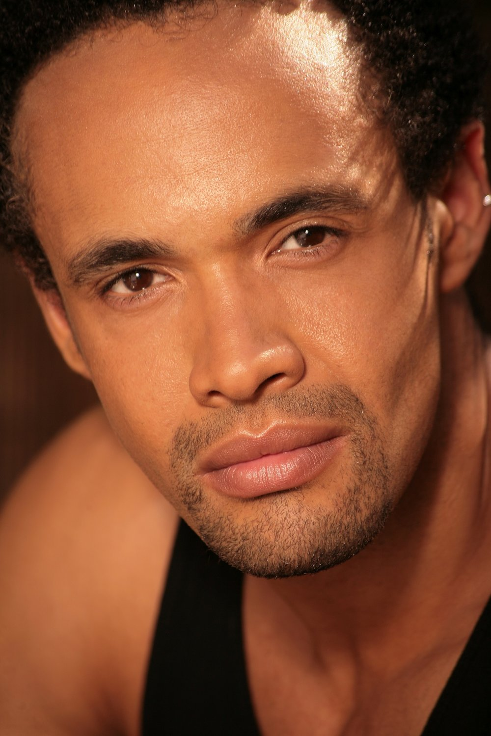 Leon Lopez New Head shot1.jpg