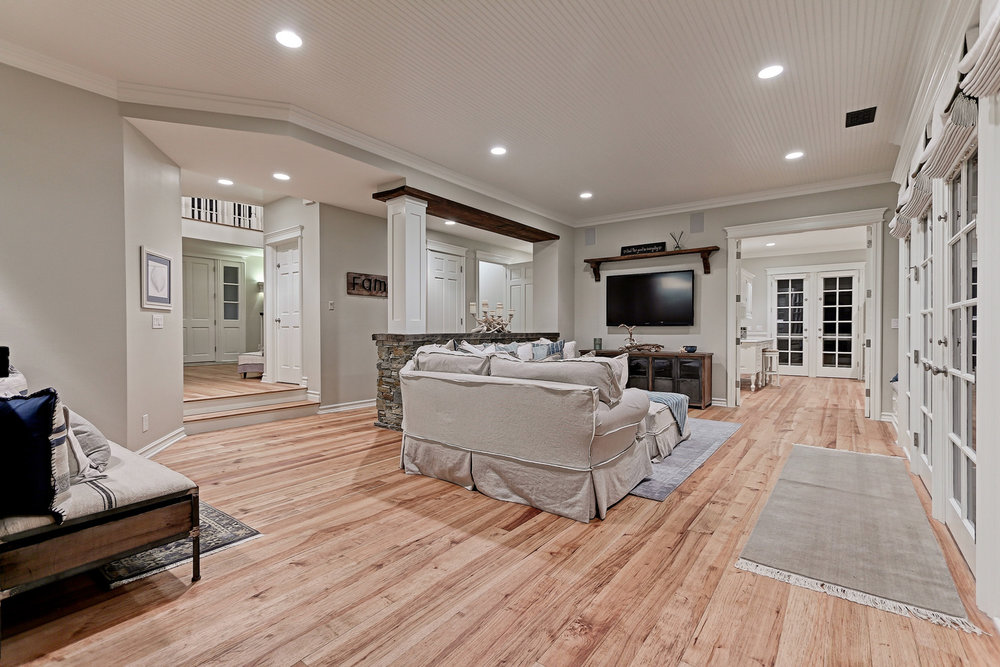 Caskey - 814 Pacific_Family room.jpg