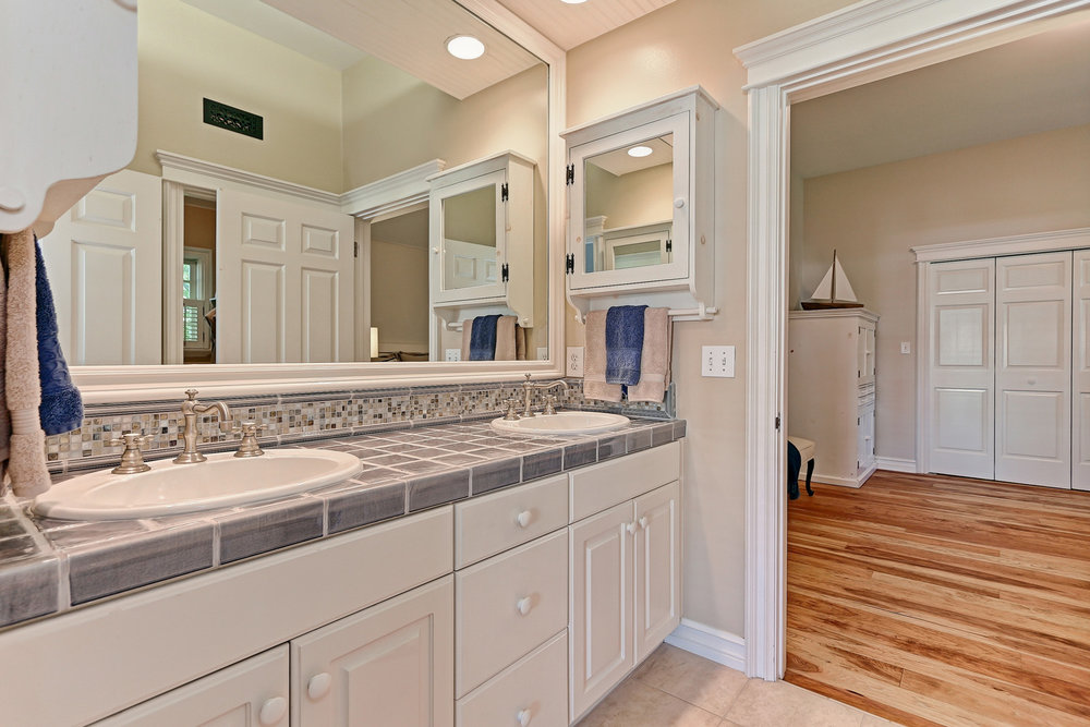 Caskey - 814 Pacific_Bathroom1.jpg