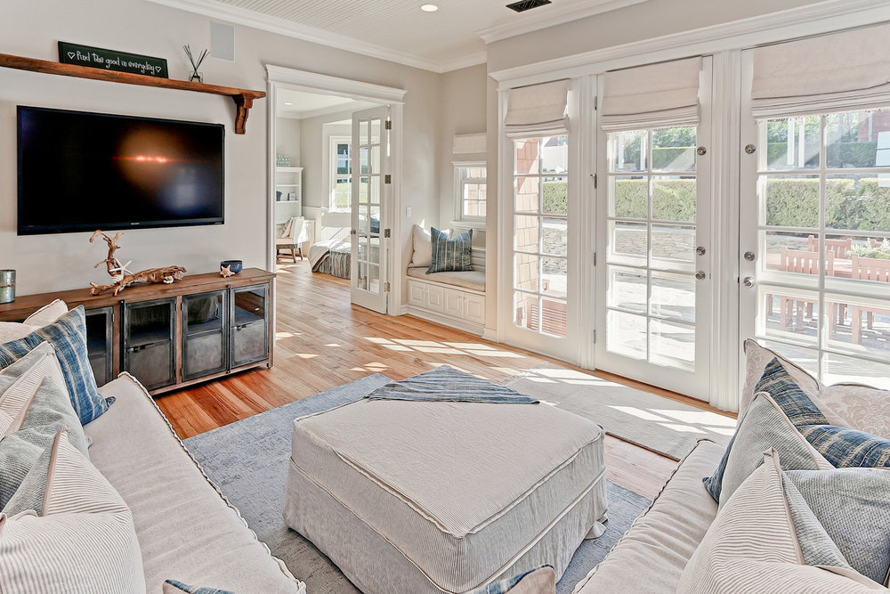 Caskey - 814 Pacific_Family room2.jpg