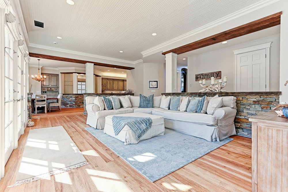 Caskey - 814 Pacific_Family room3.jpg