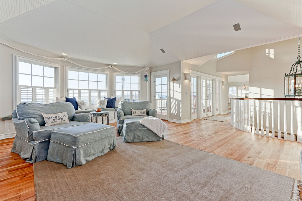 Caskey - 814 Pacific_Upper Family room2.jpg