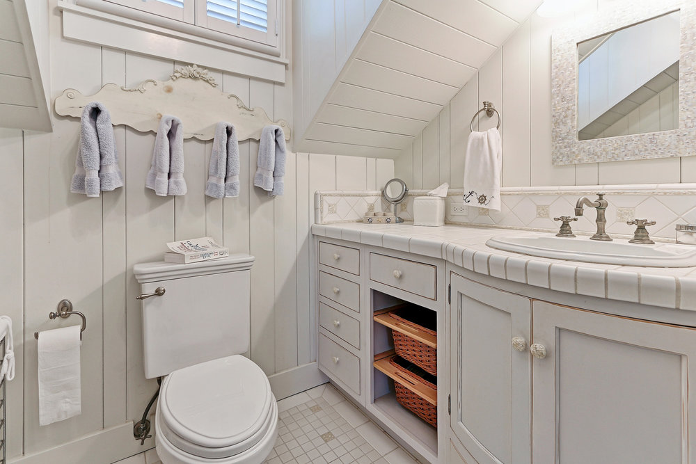 Caskey - 814 Pacific_Cottage Bathroom2.jpg