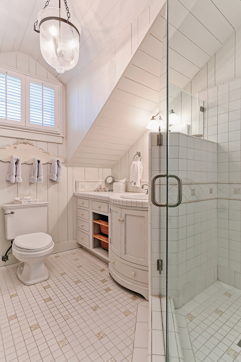 Caskey - 814 Pacific_Cottage Bathroom1.jpg