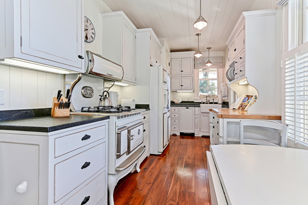 Caskey - 814 Pacific_Cottage Kitchen1.jpg