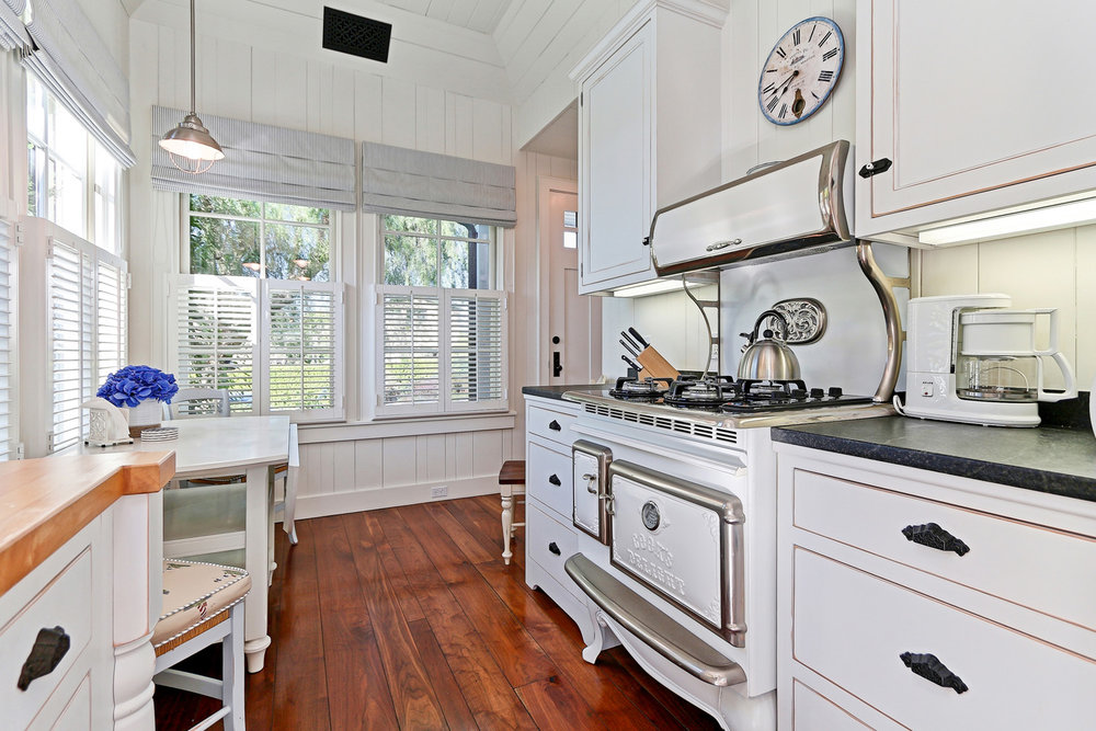 Caskey - 814 Pacific_Cottage Kitchen2.jpg