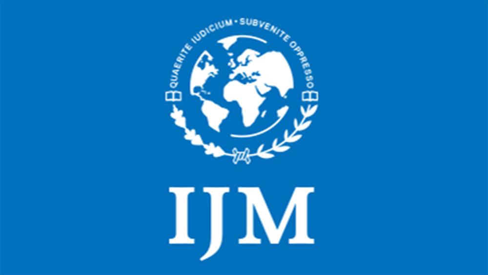 國際正義使團的使命是救援被奴役,性剝削和其中13個國家暴力鎮壓行下的受害者的人權機構。為獲救的受害者提供協助,讓他們重建自己的生活。 IJM還參與支持在美國和海的立法,以解決人口販運問題。