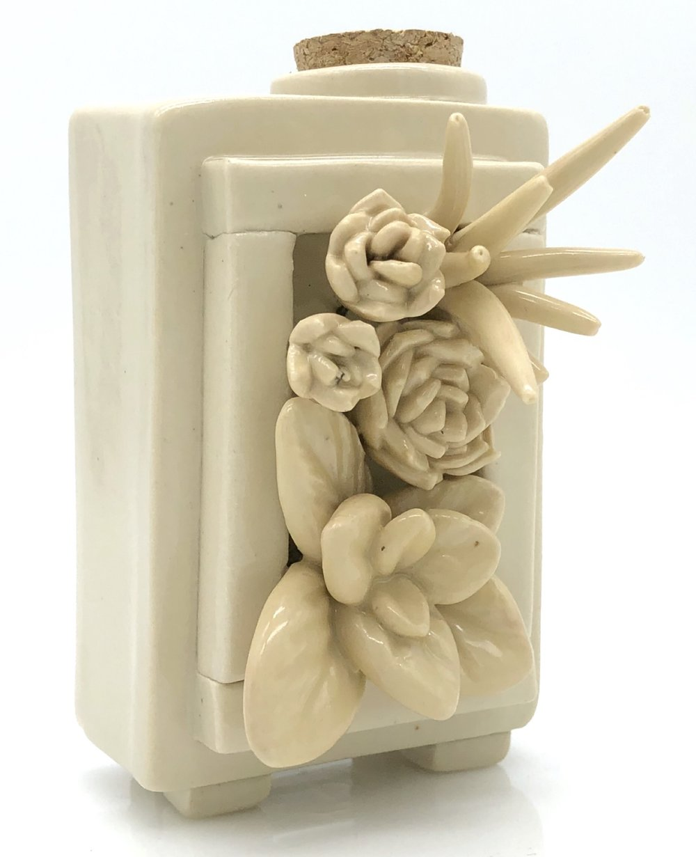10_Planter_Box_Urn_In_Cream.JPG