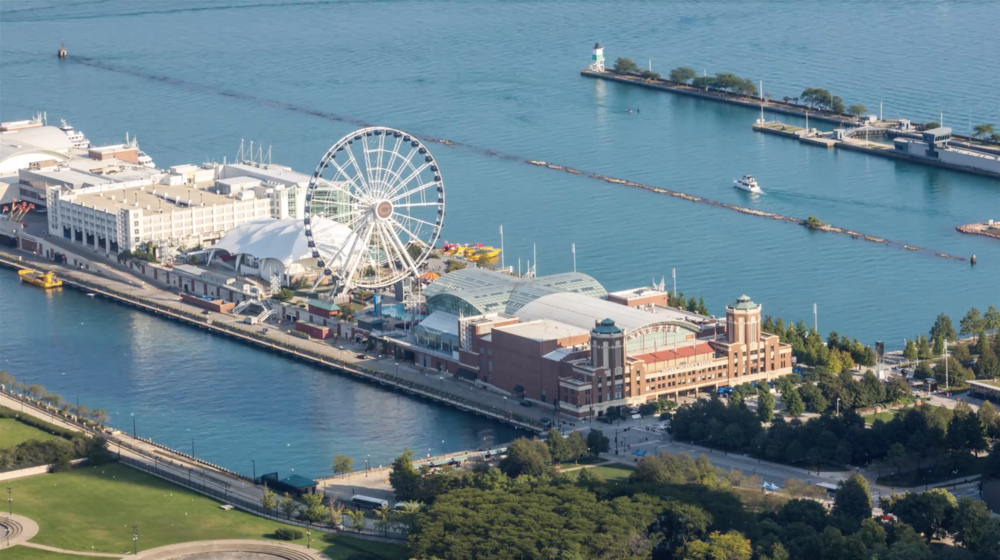 4k chicago navy pier ferris wheel and boats on lake michigan