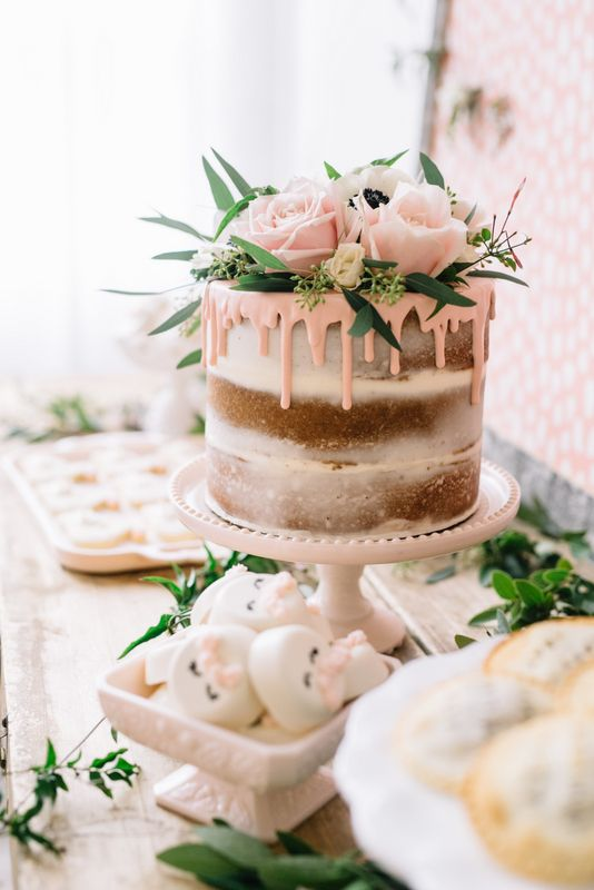 This rustic naked drip cake is so pretty! (source: http://www.jennycookies.com/ )