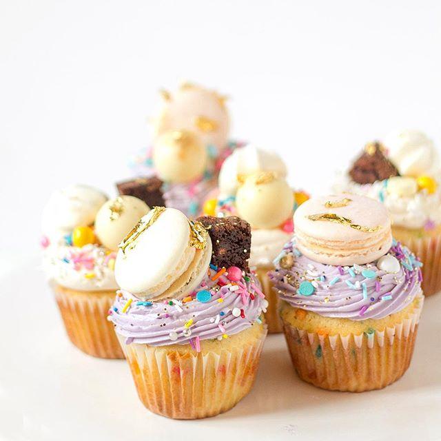 The perfect birthday cupcakes! Funfetti topped with @sweetapolita sprinkles, macarons, meringues, brownie bites and gold leaf! 💕 ... .. . #cake #cakelove #cakedesign #sprinkles #funfetti #funfetticake #cupcakes #cupcakeboss #cakeboss #cakesofinstagram #sweettooth #cakestagram #cakeforbreakfast #cakefordays #birthdaycake #sweetbay #windsorontario #bakerylife #ilovecupcakes