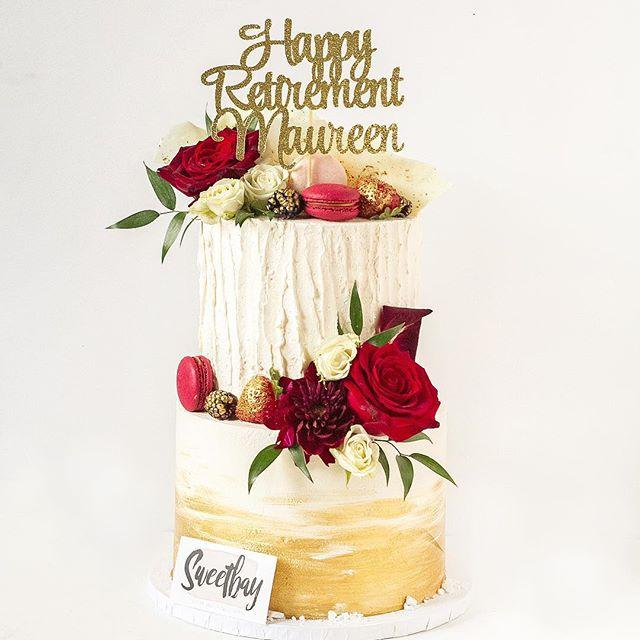 Happy Retirement Maureen! 🌹 ... .. . #cake #cakes #cakesofinstagram #cakestagram #cakelove #cakeforlife #cakeforbreakfast #floralcake #caketopper #eatmorecake #chocolatecake #gold #cakemaker #cakedecorating #cakedesign