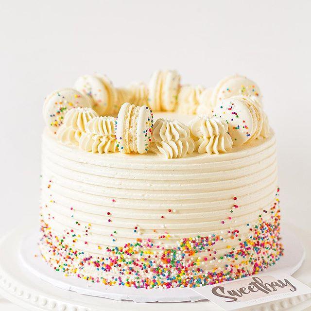 Loving this simple birthday cake design topped with macarons and sprinkles! 🎂 ... .. . #cake #cakes #cakesofinstagram #cakestagram #cakelove #cakeforbreakfast #cakefordays #cakedecorating #cakedesign #cakedecor #cakedecorator #cakedesigner #cakeboss #cakelady #ilovecake #windsorontario #birthdaycake #vanilla #vanillacake #macarons