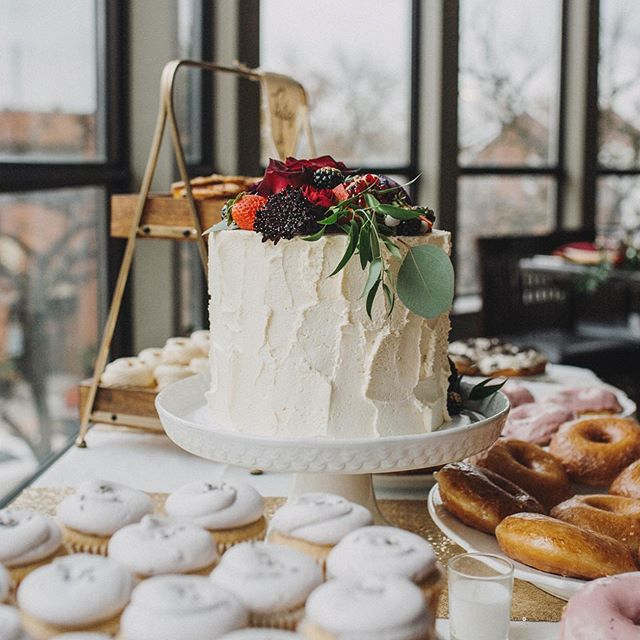 Hi again!  To all my lovely clients--I will be taking a *very* limited number of orders for the rest of the year. Be sure to email your requests in as soon as possible! Unfortunately, I will not be taking on any wedding cakes for 2019. I also want to say thank you to everyone for your ongoing support with my little business. Although my availability is limited right now, I still appreciate every request I receive and am very grateful for your patience over the last few months! 😘 . . 📸: @emmadavidsonphoto . . #cake #cakes #cakedecorating #cakedesign #eatcake #eatmorecake #cakeboss #cakelove #cakeforbreakfast #cakesofinstagram #cakestagram #cakedecorator