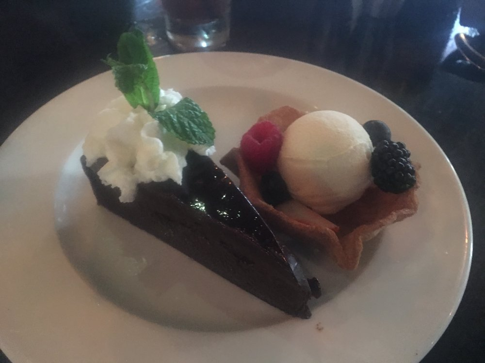 Pastel de Chocolate    Rich fudge-style chocolate cake, glazed with a ganache of pure dark chocolate. Served with vanilla bean ice cream.