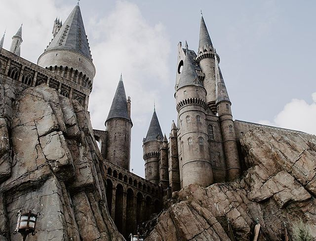 Wish I went to Hogwarts rather than Mount Royal lol 🦉⚡️ . . . . . . . #hogwarts #hogwartsschool #hogwartsschoolofwitchcraftandwizardry #wizardingworldofharrypotter #harrypotter #hogwartscastle #harrypotterfandom #yycphotographer #orlando #orlandoflorida #vacation #vacationphotos #vacationphotography #adventure #adventurer #adventureislife #adventureisoutthere #castle #harrypotterfans #harrypotterworld #harrypotterworldorlando #iwanttogotohogwarts