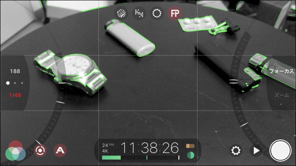 普段の撮影画面↑ ピントが来ている部分が緑色になるフォーカスピークを表示した状態です。モノクロになってしまいますが、スマホ画面でピントを確認するのは難しいので少しでも把握しやすくするために普段からフォーカスピークを表示させながら撮影しています。画面上部にあるFPのサークルが赤くなっている状態がONです。