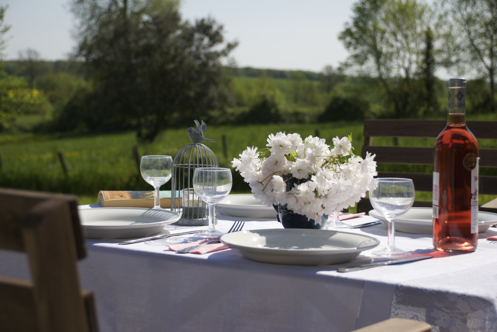 logis outdoor table.png