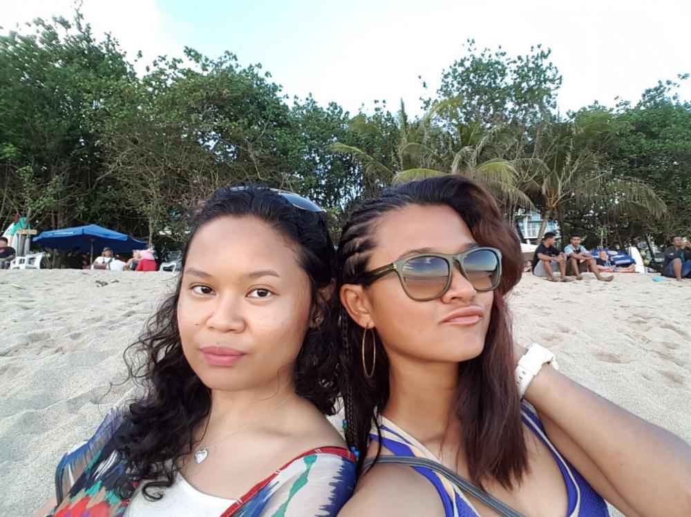 Friends that gym together... surprise travel together? Image Source: Jaz