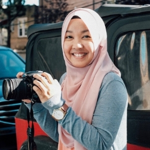 A Singapore-based writer and photographer, often found getting lost in new cities. A lover of mountains, she is drawn to mindfulness and solitude—themes often reflected in her work. The perfect trip for her involves autumn leaves, green tea latte and long walks (not on the beach).