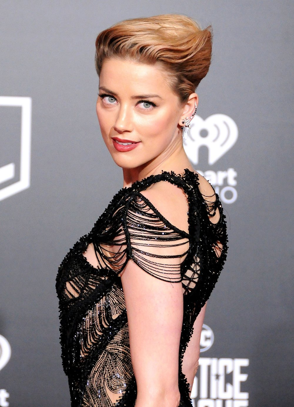 @hairbyadir used Kusco-Murphy's Setting Lotion for this red carpet look.
