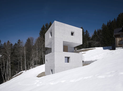 babel-moon-Mountain-Cabin-Marte-Marte-Architects-1.jpg