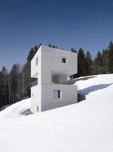 babel-moon-Mountain-Cabin-Marte-Marte-Architects-3.jpg
