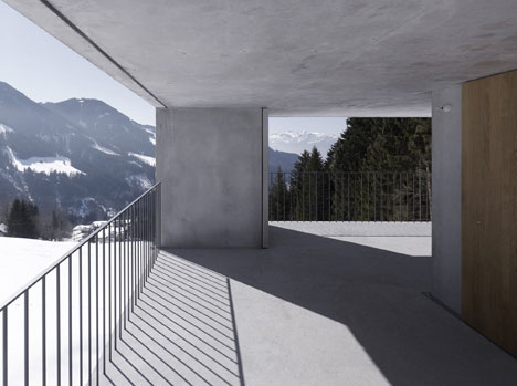 babel-moon-Mountain-Cabin-Marte-Marte-Architects-7.jpg