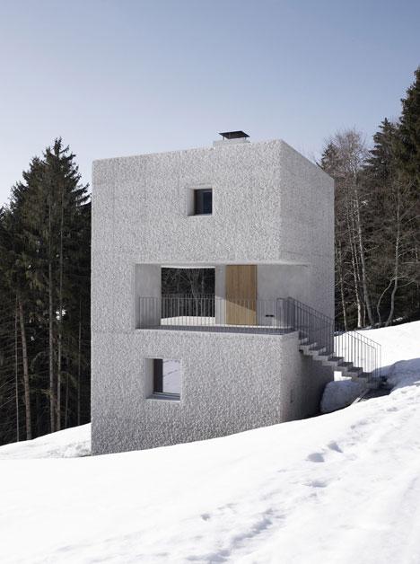babel-moon-Mountain-Cabin-Marte-Marte-Architects-10.jpg