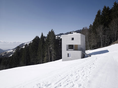babel-moon-Mountain-Cabin-Marte-Marte-Architects-11.jpg