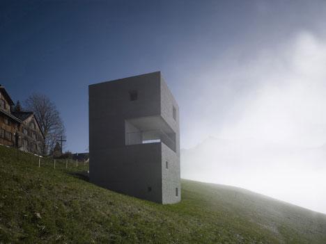 babel-moon-Mountain-Cabin-Marte-Marte-Architects-12.jpg