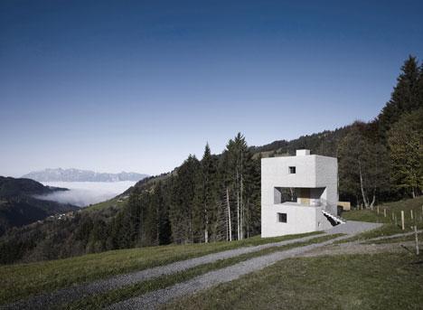 babel-moon-Mountain-Cabin-Marte-Marte-Architects-14.jpg