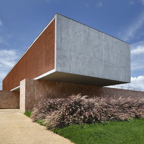 babel-moon-BT-House-Studio-Guilherme-Torres-1.jpg