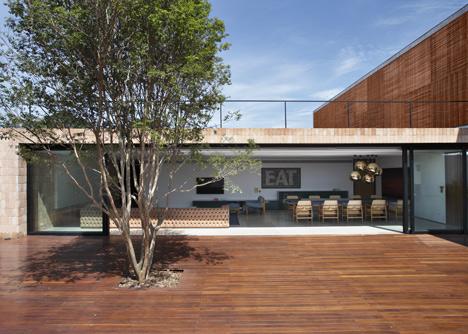 babel-moon-BT-House-Studio-Guilherme-Torres-7.jpg