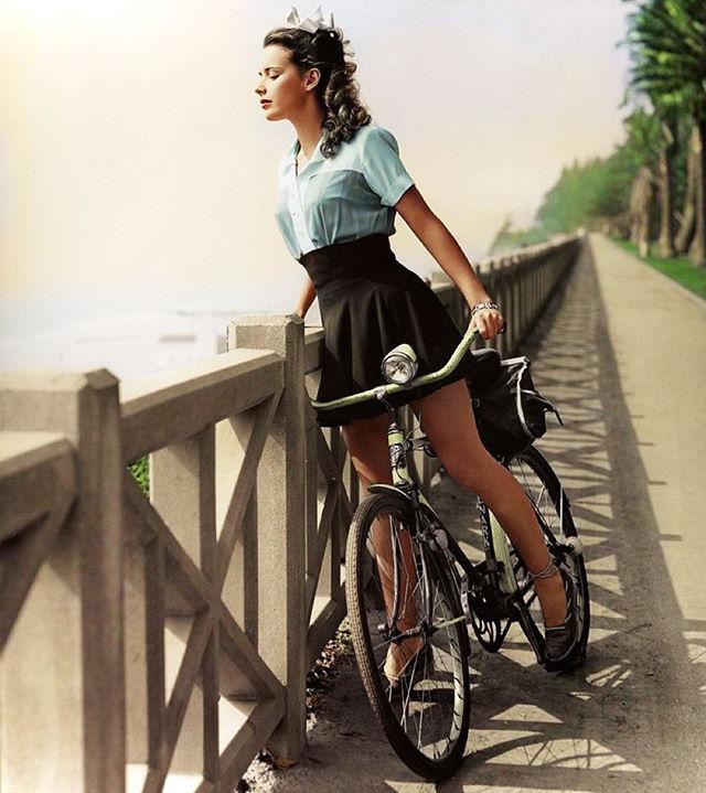 Babel-moon-Susan-peters-in-hollywoods-girl-next-door-1943.jpg